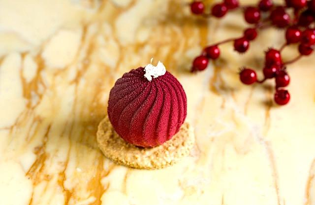 """""""Santa's bauble"""" with snow from Cafe Royal"""